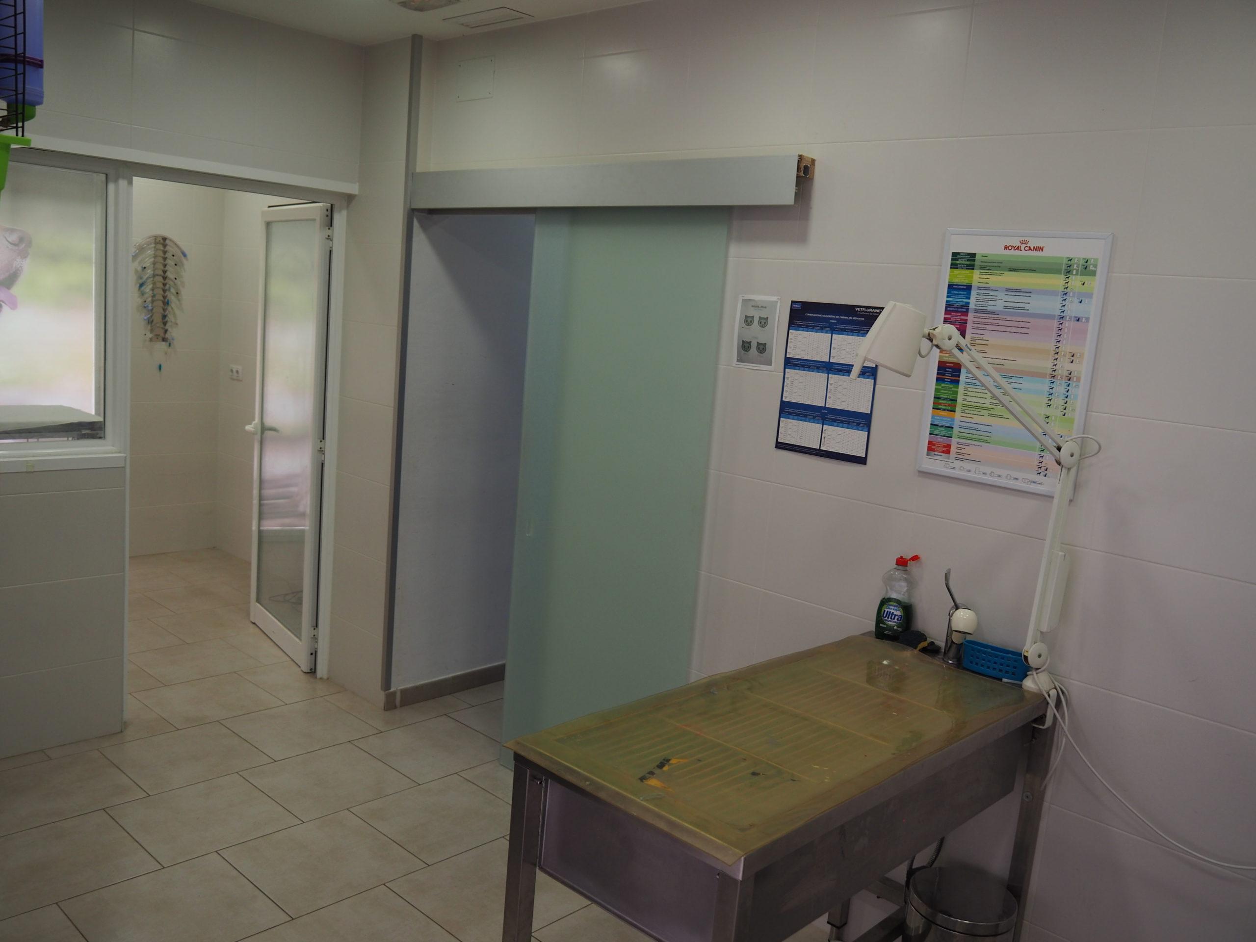 Sala-de-cirurgia-clinica-veterinaria-arenys-de-mar